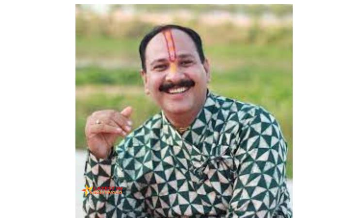 Pandit Pradeep Mishra Biography, Wiki, Age, Wife, Family, Songs, Photos & More