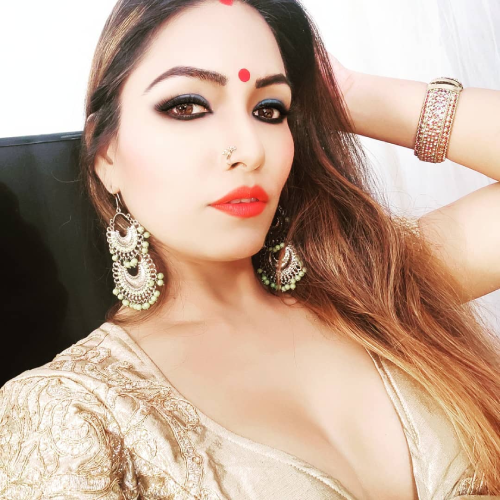 Zoya Rathore Wiki, Biography, Educational Qualification, Age, Family, Height, Birthday, Web Series, Movies & More